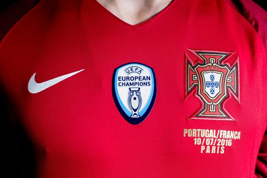 1 an apr s la finale de l 39 euro 2016 le portugal lance un maillot sp cial - Coupe d europe de foot 2016 ...